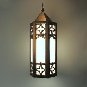 Traditional pendant light fixture